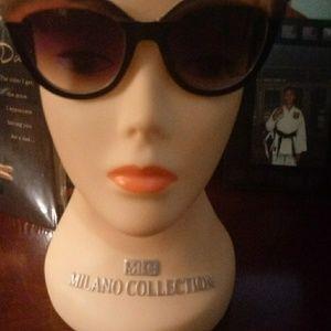 Cynthia Bailey Sunglasses NWOT